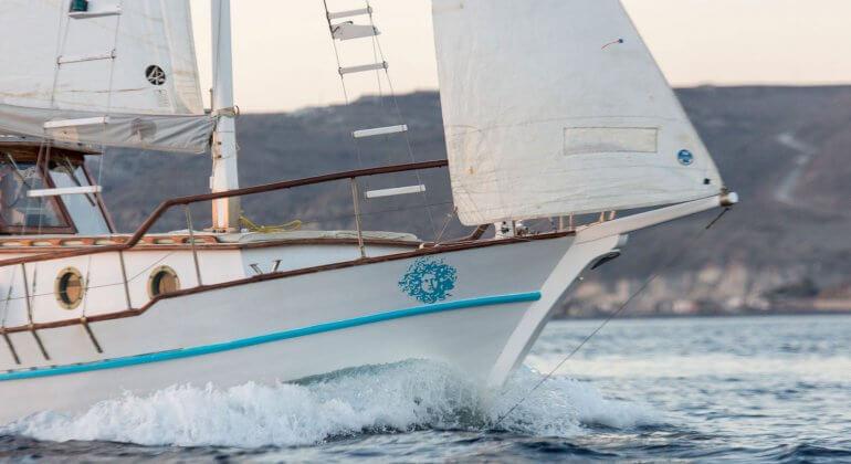 Caldera Private<br>Traditional Boat Cruise